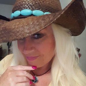 Accessories - Distressed Cowboy Hat